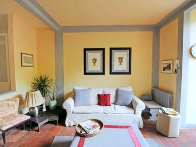 Photo for 2 bedroom Apartment, sleeps 3 with FREE WiFi and Walk to Shops