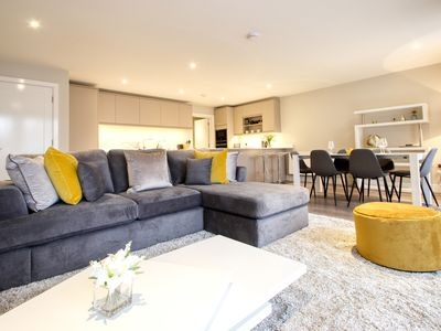 Photo for Righton three-bedroom serviced apartment in summertown (oxcgph2)