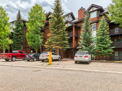 Photo for Top floor southwest condo w/ mountain views, fireplace - near slopes!