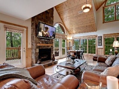 HIGHLAND DREAM, 4 bedroom 4.5 bath with view