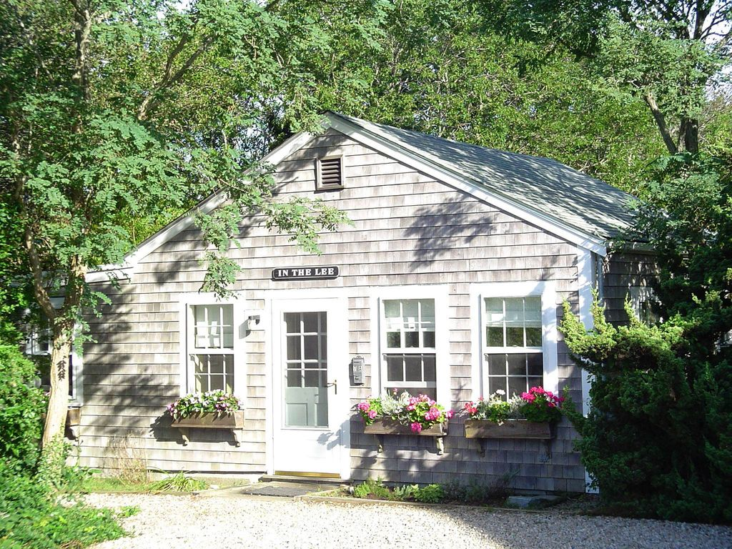 Secluded Romantic Cheery House Faces HomeAway Nantucket Town - And architectural cottages on secluded private pond homeaway