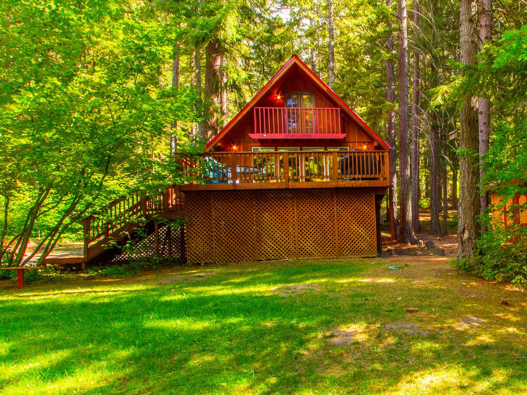 Private and cozy cabin on the shores of lake cle elum 3br for Cle elum lake cabins