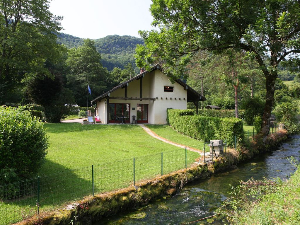 Chalet atypique 1 grand gite 10 people franche comte peche for Atypic immo