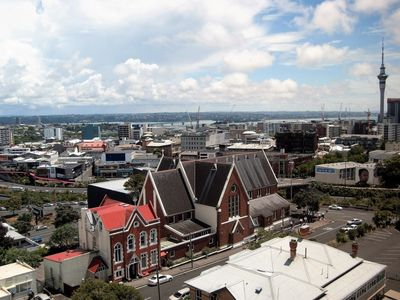 Photo for Auckland penthouse - sweeping views - free carpark