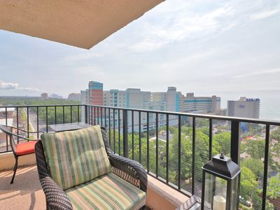 Cozy two bedroom ocean view condo in oceanfront building with pool and wifi