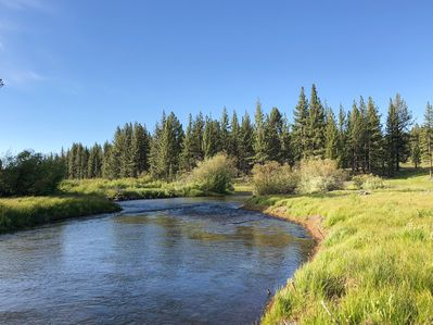 Location - Walk across the street to enjoy gorgeous forested land and hiking trails that lead to the Upper Truckee River.
