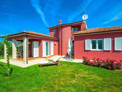 Photo for Comfortable detached house with spacious garden, only 7 km from Porec and beach