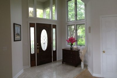 Foyer/ Entrance - bright, inviting, open floor plan home in Sea Pines