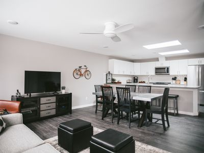 Photo for Spacious Downtown Suite Close to Beach