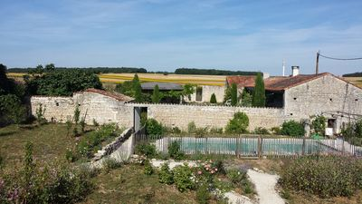 Photo for COUNTRY HOUSE CHARENTE (F) holiday or weekend garden swimming pool comfort