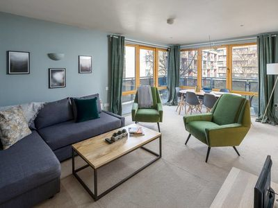 Photo for Chic Designer 2bed w/balcony 7mins to King's Cross