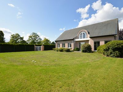 Photo for Quietly located spacious mansion surrounded by the greenery of the Flemish Ardennes.