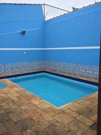 House with pool and air conditioning