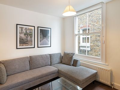 Photo for Stunning 2 Bed Apt w/Balcony in Clapham - Zone 2