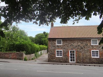 Photo for COBBLE COTTAGE, pet friendly, with a garden in Hornsea, Ref 944883