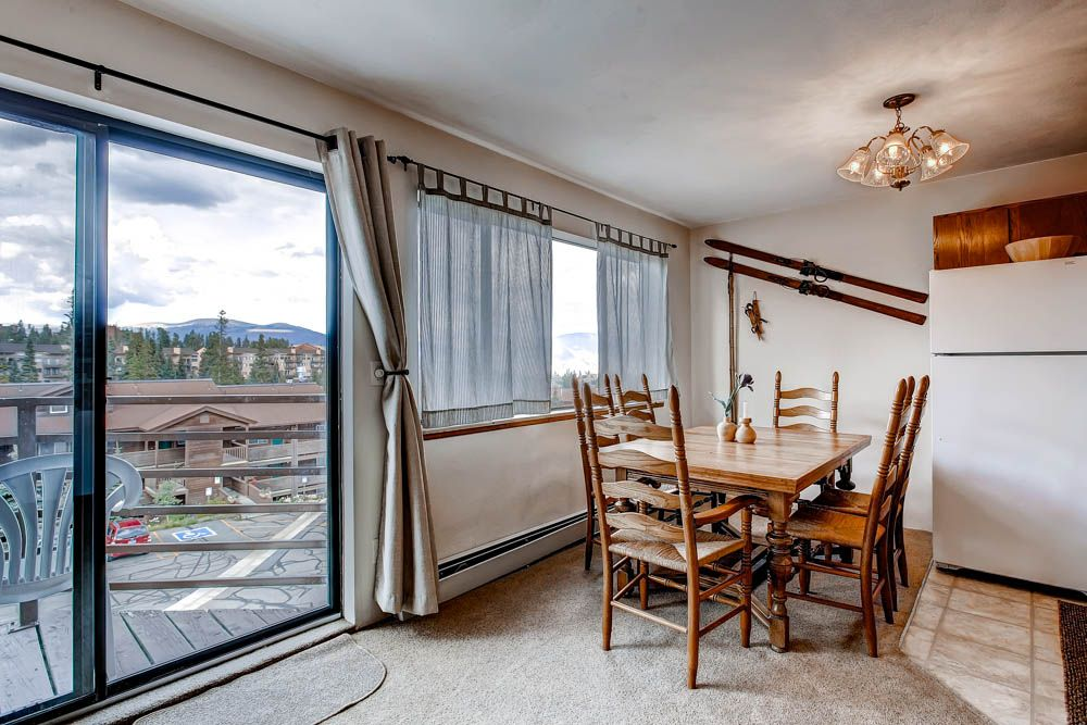Spectacular Views! Mountain chic, quite with great clubhouse amenities
