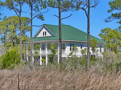 "Photo for FREE BEACH GEAR! Bayside Plantation, Pets, Pool, Hot Tub, Screen Porch, 4BR/3BA ""Waterbird Watch"""