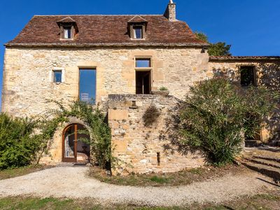 Photo for Delightful cottage with private pool in the heart of the Dordogne valley.