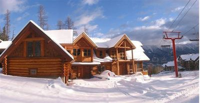 The property is stunning - right beside the lift it is set at the foot of a skiers paradise