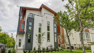 Gulch South - 4BR home with rooftop deck - One of the best Nashville locations
