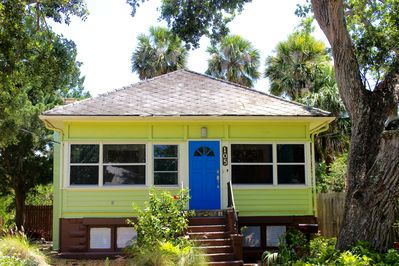 Our bright cottage is easy to find!
