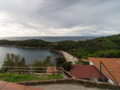Photo for Two-room apartment with large terrace overlooking the sea in Fetovaia
