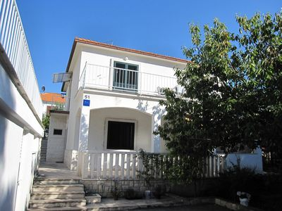 Photo for Holiday apartment located 50 m from the sandy-shingle beach
