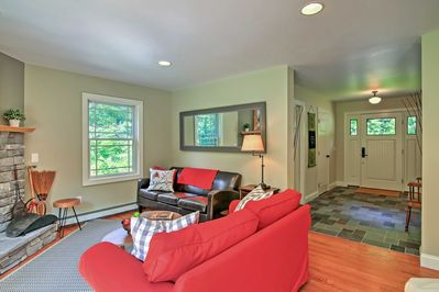 This home for 8 offers 3 bedrooms and 2 bathrooms.