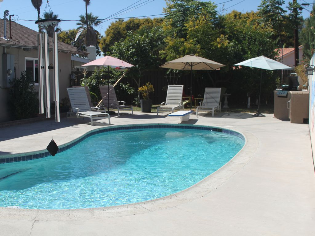 Heated pool option disney themed h0use walk to disneyland for Leslie pool garden grove