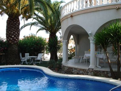 Photo for Villa with pool, garden and private parking near downtown and the beach.