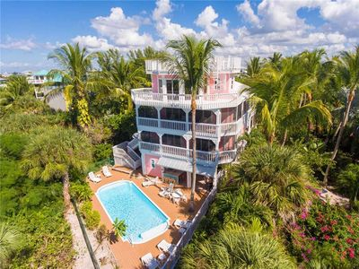 Photo for ISLAND QUEEN 5BR/4BA - SLEEPS 12 IN BEDS. - PRIVATE POOL -200 FEET TO THE BEACH
