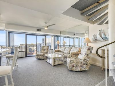 FREE DAILY ACTIVITIES, LINENS INCLUDED*!  20th Floor Unit, Ocean Views, Community Pool