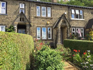 Beautifully presented 17c character cottage and garden in Calderdale for couples