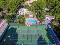 Clean and comfortable appartment with nice swimming pool and tenniscourt