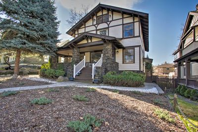 This 1-bedroom, 1-bathroom vacation rental apartment is an ideal PNW homebase!