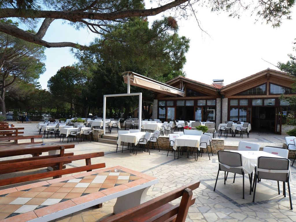 Bungalow In Seafront Holiday Park With 3 Swimming Pools Fazana Istria