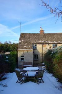 Photo for Charming, secluded, characterful cottage in the heart of Lechlade