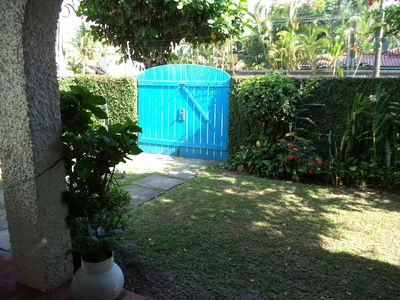 Photo for House full of green and ventilated, next to the beach!