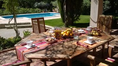 Photo for In Provence, holiday home with private pool in Châteauneuf-de-Gadagne