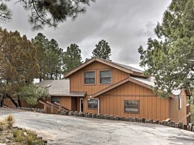 Ruidoso Cabin w/ Hot Tub & Mountain Views