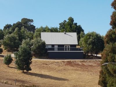 Photo for Greenhills Cottage - Off grid and cosy in Wombat State Forest