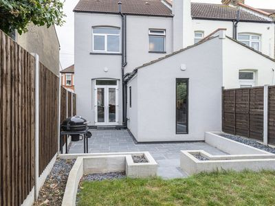 Photo for House located in Leigh on sea