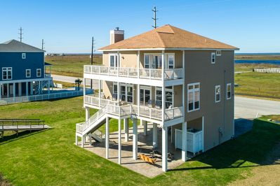 The downstairs deck has 6 rocking chairs for you to enjoy the beachfront view.