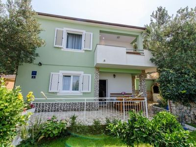 Photo for Spacious Ground Floor Apt with Garden, BBQ and Private access to the Beach