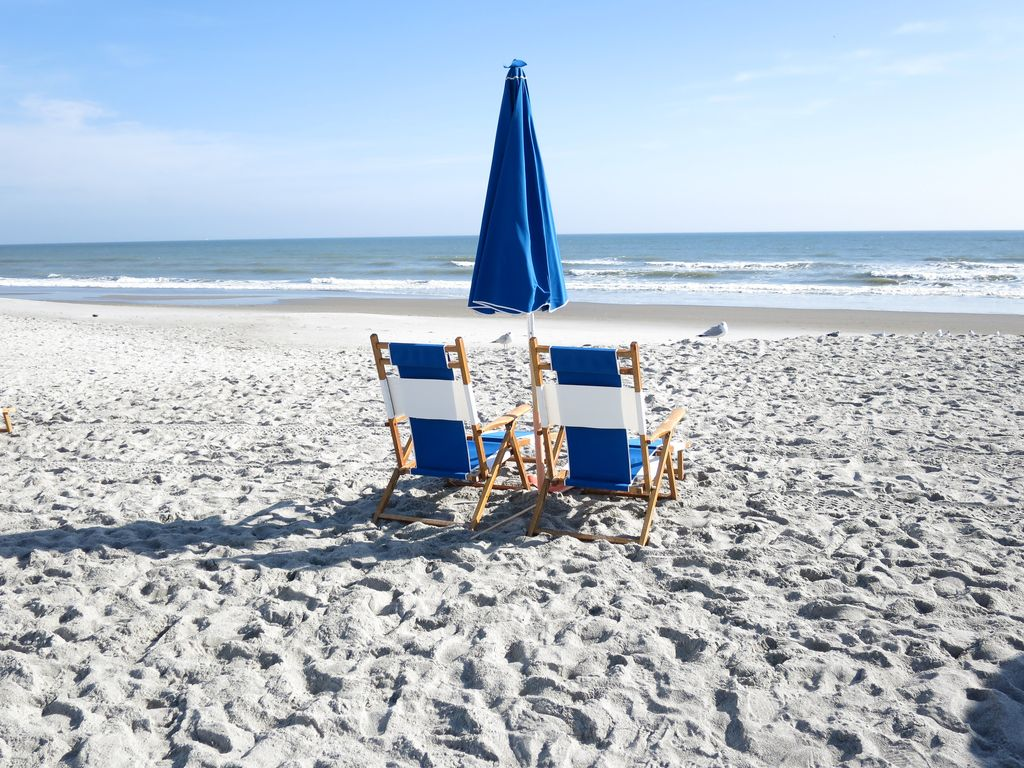 Blue Heaven 2 Bd Condo A Few Steps To The Beach Heated Pool And Great Location