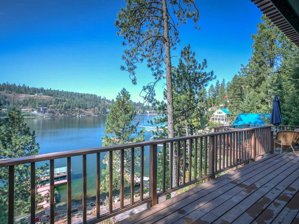 Beautiful waterfront retreat with your own beach a large for Waterfront retreat
