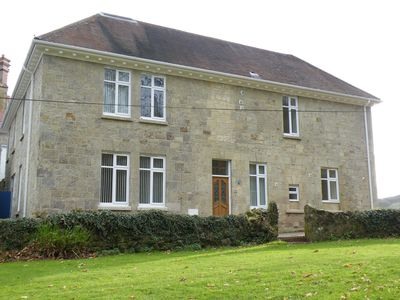 Photo for Shanklin Manor - spacious 2 bed split level apartment with park views + close to Old Village