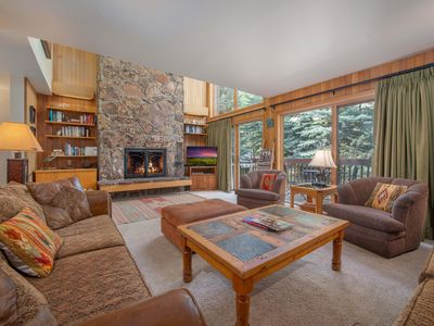 RMR: Great Ski Access! 4BR Townhome for 10 Friends.