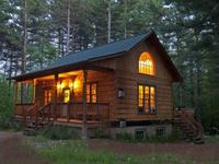 Lovely little cabin in a nice neighborhood 3 minutes from Whiteface Ski Resort