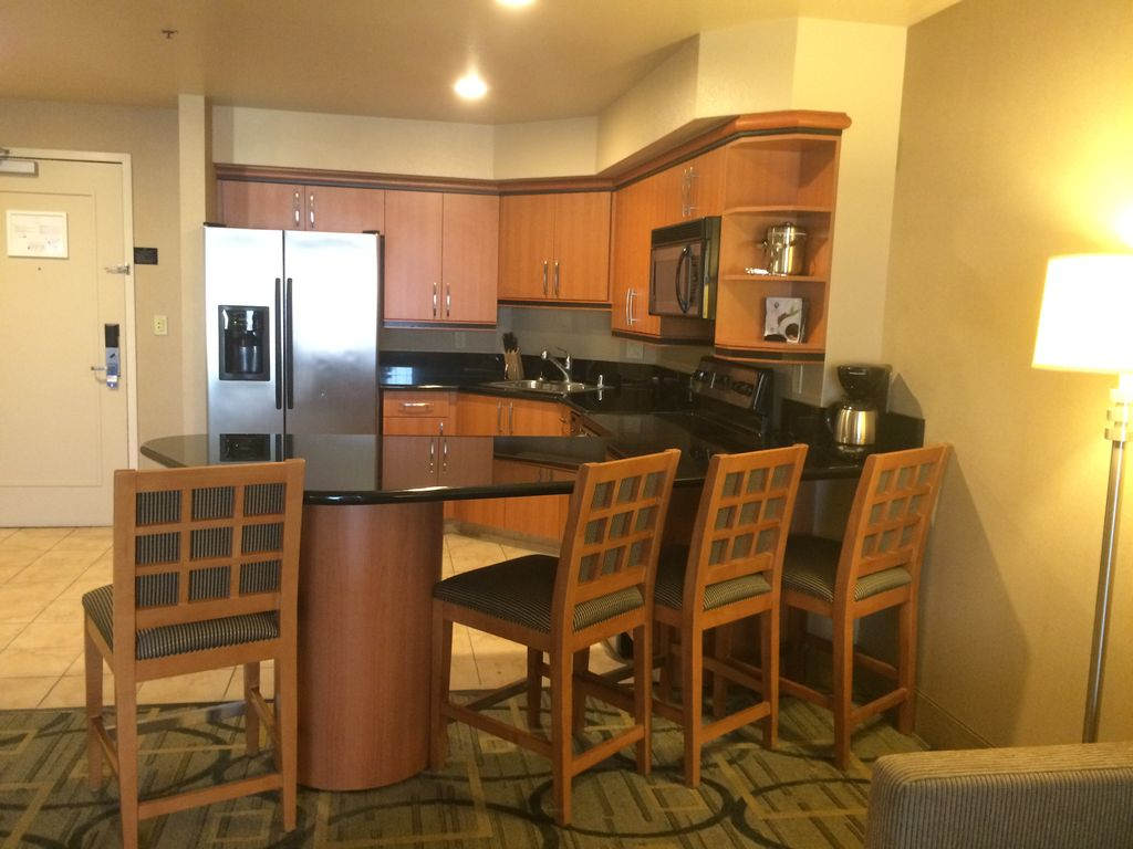 Princess suite 1br 1b full kitchen w washer dryer for Balcony kitchen